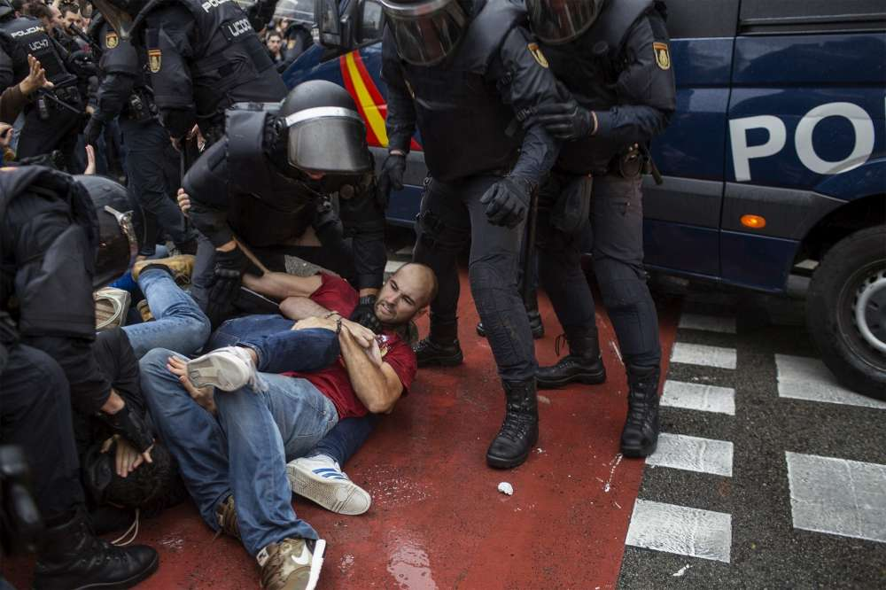 Fabio Buccarelli, AP. Les violences policières ont émaillé la journée de vote en Catalogne.